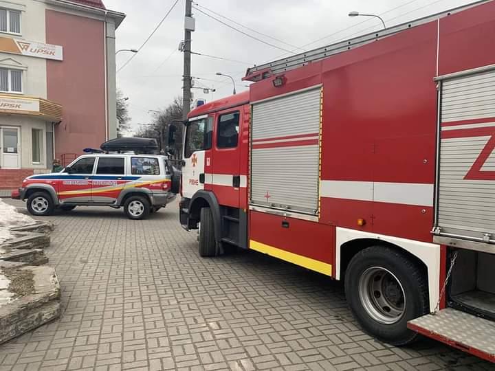 РІВНЕНСЬКІ рятувальники у пожежі врятували Безхатченко (ФОТО)