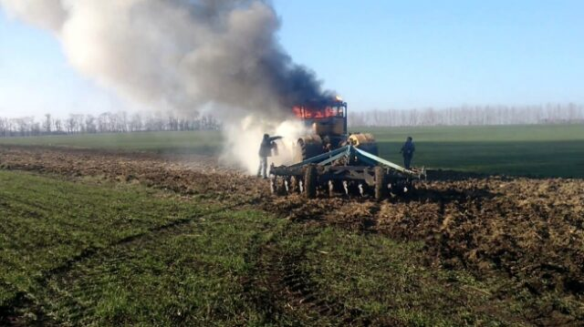 На Рівненщіні чоловік загорівся на тракторі